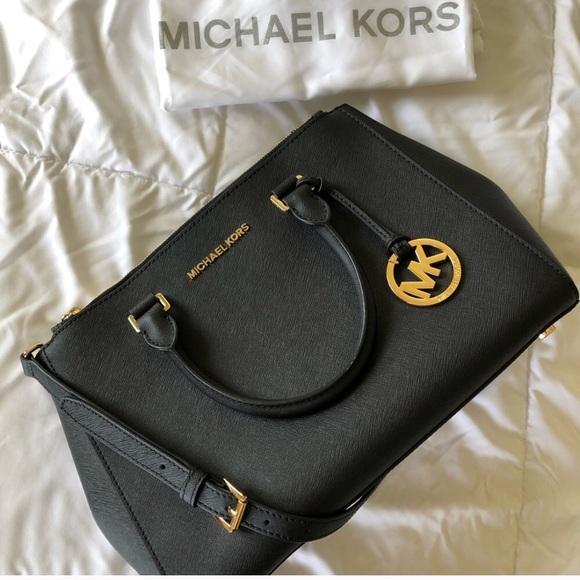 799694af3fba M_5b2ce8a47386bc5054b2f951. Other Bags you may like. Michael Kors Bedford  Gusset Crossbody